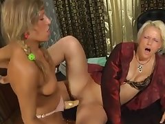 Strapon Lesbian Mature Old And Young (18+)