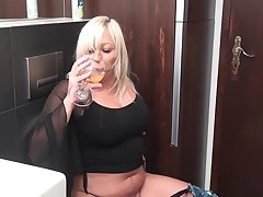 Blonde Mature Oil Solo