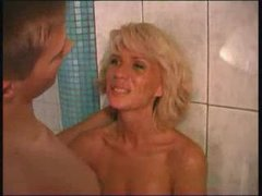 Amateur Mature Mom Pool