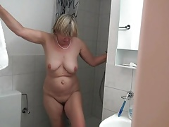 Amateur Mature Mom Shower